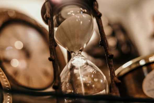 Sand going through an hourglass