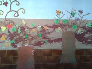 Árboles con hojas recortadas