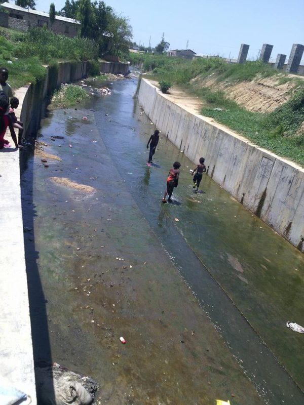 Heartbreaking Photos: Children Seen Swimming In The City Main Drainage