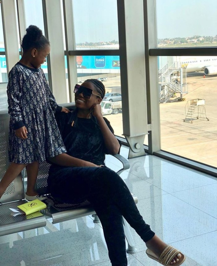 """We fly first or business class"" Sophia Momodu hits back after Davido said he flew her in a private jet so she doesn't have to fly economy with his daughter"