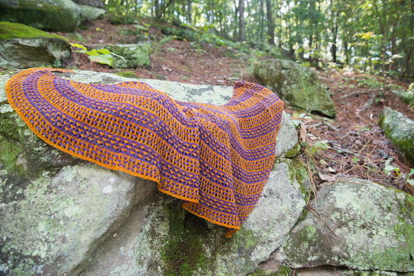 Love Child - a two color shawl with slipped stitches and lace from Barbara Benson