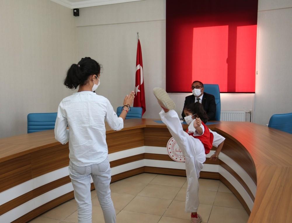 Tunceli'de 2 öğrenci e- karate şampiyonasında derece aldı
