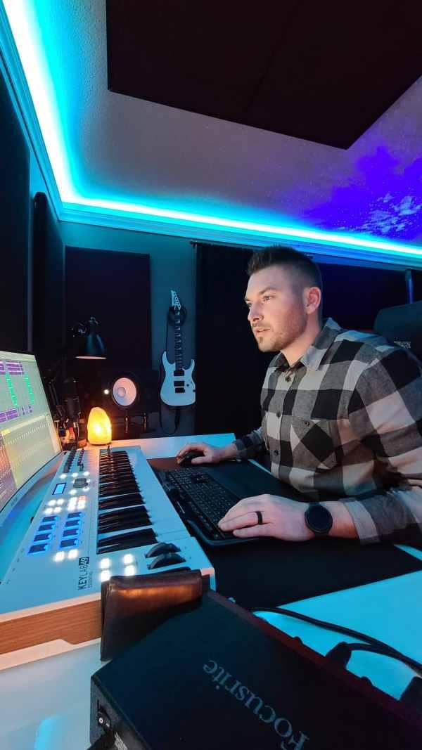 Mack Geary producing a custom beat