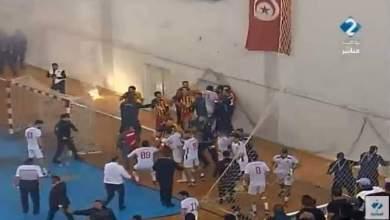 Photo of أحداث عنف في مباراة نهائي البطولة لكرة اليد بين النجم الساحلي و الترجي الرياضي