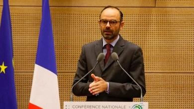 """Photo of رئيس وزراء فرنسا: نصف العالم في سجن """"كورونا"""" وننتظر الأسوأ"""