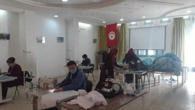 Photo of تحويل قاعة الاجتماعات ببلدية المكناسي إلى ورشة لصناعة الكمامات والملابس الواقية من كورونا