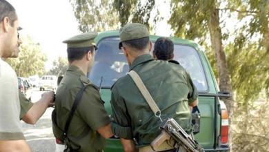 Photo of القبض على اب وابنته على الحدود كشف عن شبكة تهرب مصابين بكورونا بين تونس والجزائر