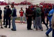 Photo of منوبة: مواطنون يغلقون الطريق احتجاجا على عدم صرف منحة ال200 دينار