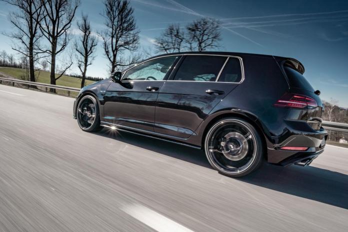 Volkswagen Golf R GR20 dynamisch 01