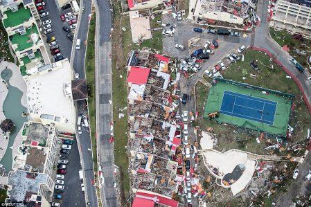 صورة من الطائرة توضح حجم الدمار الذي خلفه إعصار إيرما