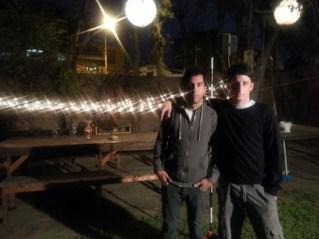 Achille Millone (iz.), Director de Arte, junto a Gastón Bauer, Asistente Creativo de revista Limonada.