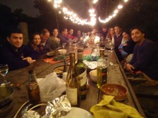 Amigos de Tupac disfrutando de la cena por el primer aniversario de la revista Limonada Perú.