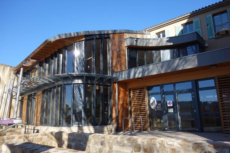 Photo de la maison du tourisme du Pilat pour représenter la page de l'office de tourisme du Pilat sur le site internet de la mairie de Tupin et Semons tupinetsemons.fr