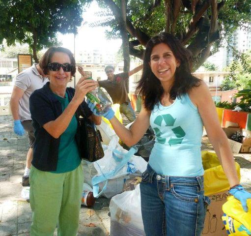Silvia Itriago  de ECLOCLICK con Giovanna Aguerrevere activadas junto a los vecinos