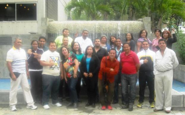 Grupo de participantes del  Marisela Valero recibe el certificado del Taller Herramientas Digitales Tu Voz es Noticia