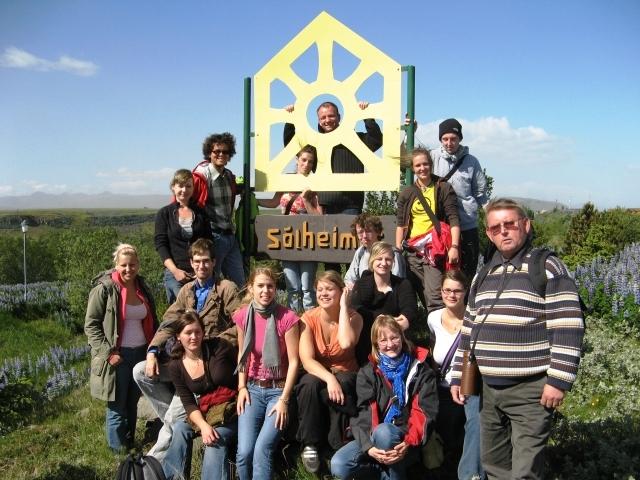 """Jóvenes alemanes participantes en el """"Freiwilliges Ökologisches Jahr, 2007, cortesia de http://www.seeds.is/news/51"""