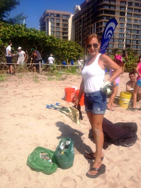 Raiza y sus vecinos realizan muchas jornadas de limpieza en las playas de su zona