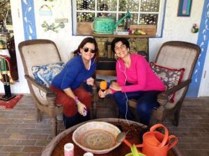 Marisela Valero grabando con Marlene Rodríguez de Montaner. Foto Raiza Perrault