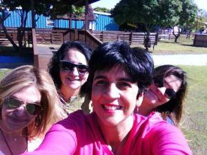 Selfie de Marisela Valero con Marcia Rodríguez de Pallí, Nidia Hernández y Marlene Rodríguez de Montaner