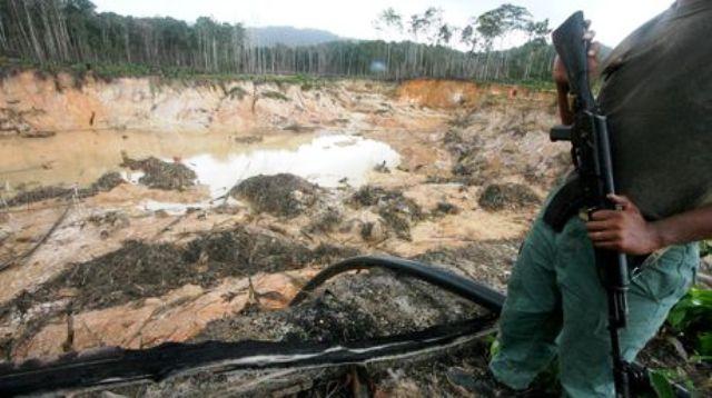 Minería ilegal bajo la mirada de los militares