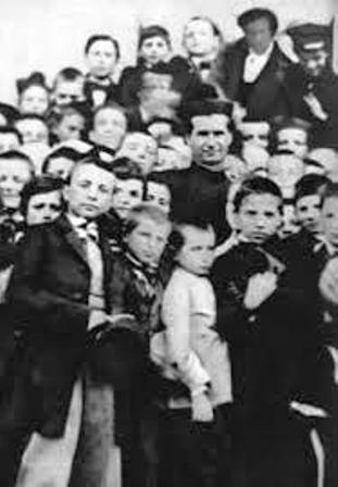 Don Bosco siempre rodeado de jóvenes