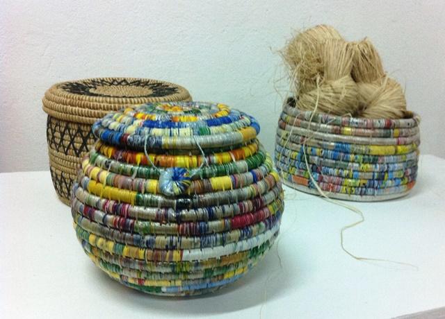 Cestas con bolsas plásticas, moriche y bora.Foto Marisela Valero