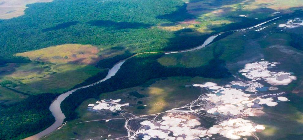 Depredación ambiental por el arco-minero