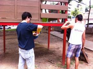 Marco Valenzuela uno de nuestros entrevistados junto a sus compañeros fajados trabajando
