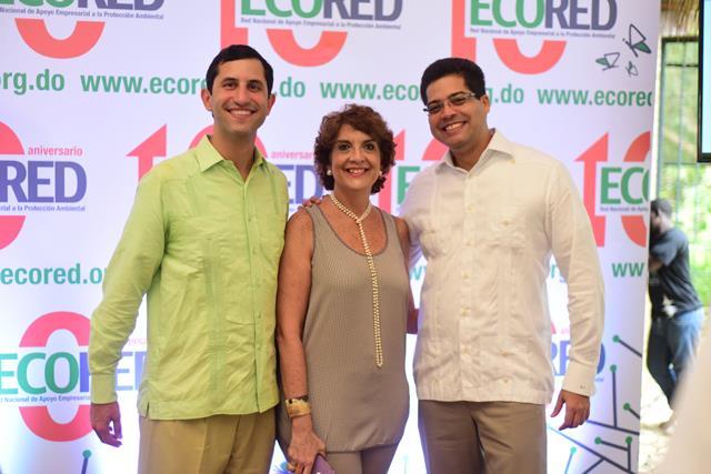 María Alicia. a su izquierda Roberto Herrera presidente de ECORED del 2010 al 2016 y a su derecha Rafael Izquierdo actual Presidente