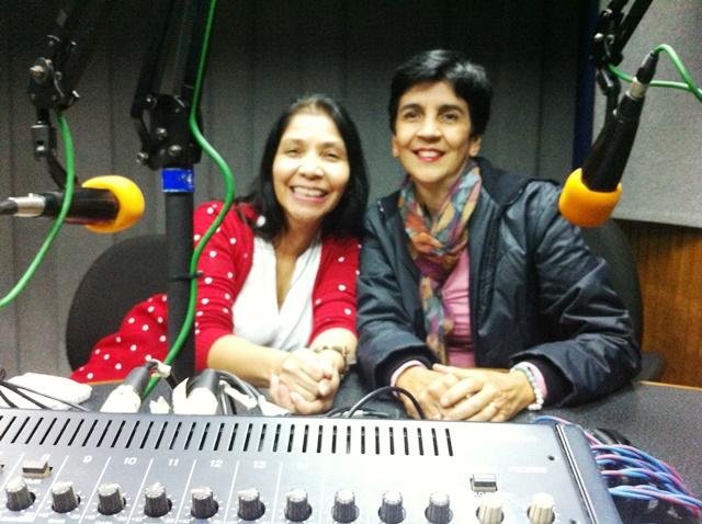 Nirma Hernández junto a Marisela Valero en el estudio de Unión Radio. Foto Fernando Camacho