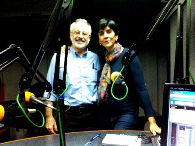 John Phelps con Marisela Valero en el estudio. Foto Fernando Camacho