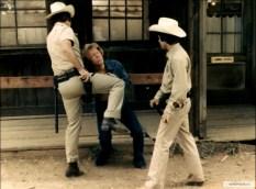 Полицейские избивают Чака Норриса