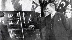 Atatürk Latin Harflerini Öğretirken