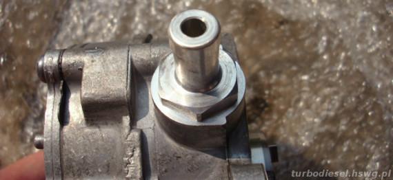 Króciec podciśnienia w pompie Bosch