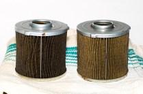 """Beide Filtereleente wurden mittels der Kapillarwirkung von Papiertüchern """"getrocknet""""."""