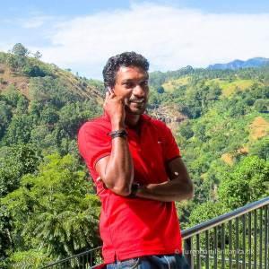 Privat chauffør i Sri Lanka. Det er den nemmeste måde at komme rundt på. Her er det Fernando fra Fernando Tours i Ja-Ela.