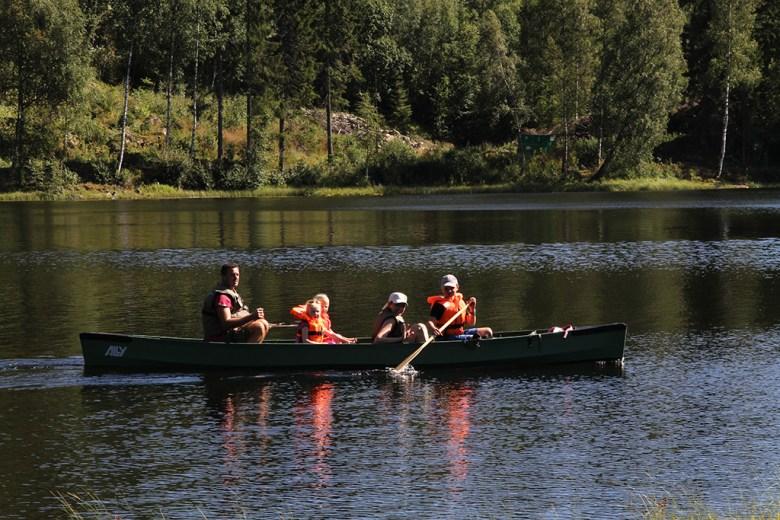 Lars-Petter frakter inn Tur-Linda og jentene