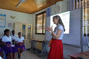 Nicola Turing talks to students at the African Sciences Academy, Ghana