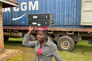 Unloading the PCs in Malawi - carrying computers on yyour head