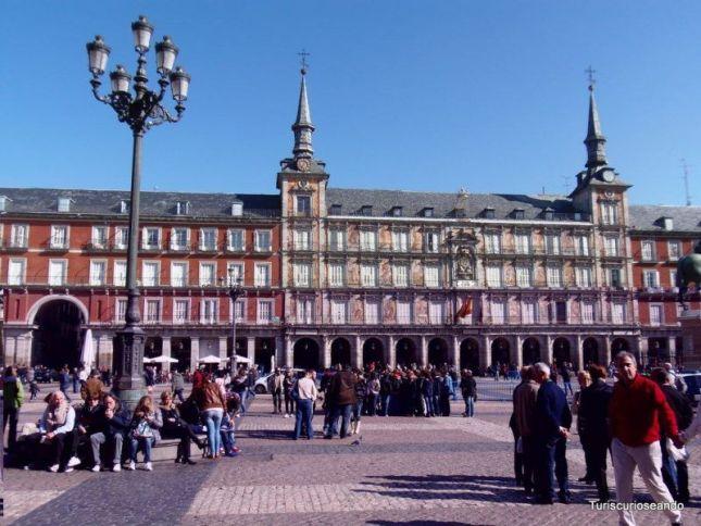 MADRID UNA MAÑANA DE DOMINGO