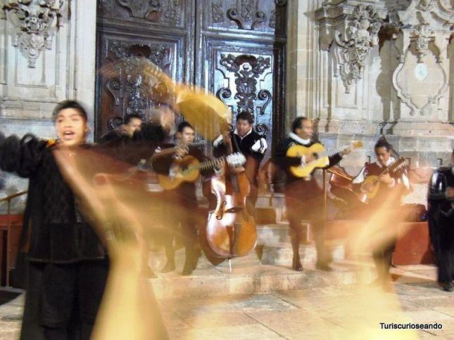 Ir de callejoneada en Guanajuato es un tradición que no te puedes perder