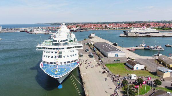 Krydstogtskibet Birka Stockholm på besøg i Rønne. (Foto: Destination Bornholm)