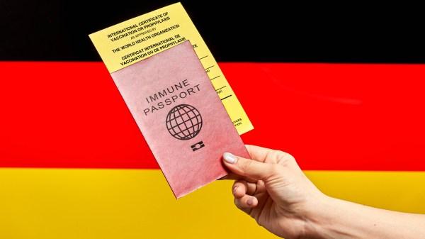 Coronapas Germany (Foto: https://foto.wuestenigel.com/visit-germany-with-immune-passport-and-international-certificate-of-vaccination/)