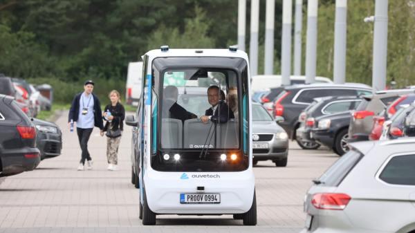 I estiske Tartu testes en selvkørende shuttlebus som transportmiddel mellem byens centrum og museer. (Foto: Ove Maidla/Tartu.ee)
