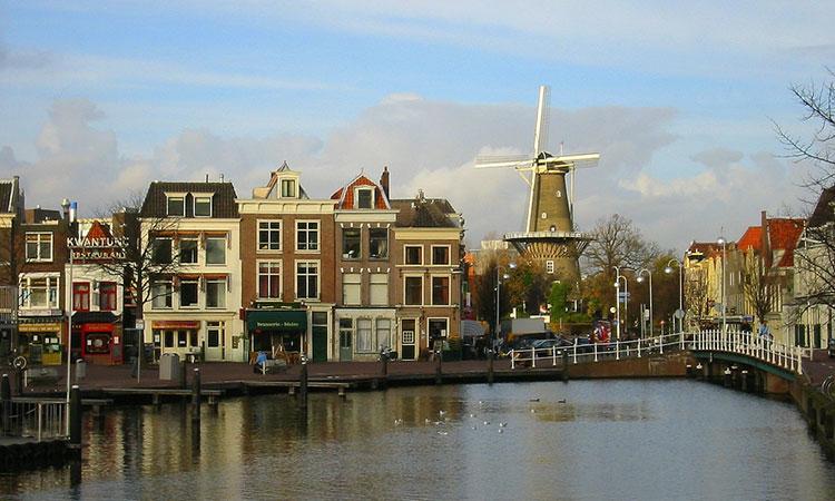 Passeio de barco em Leiden