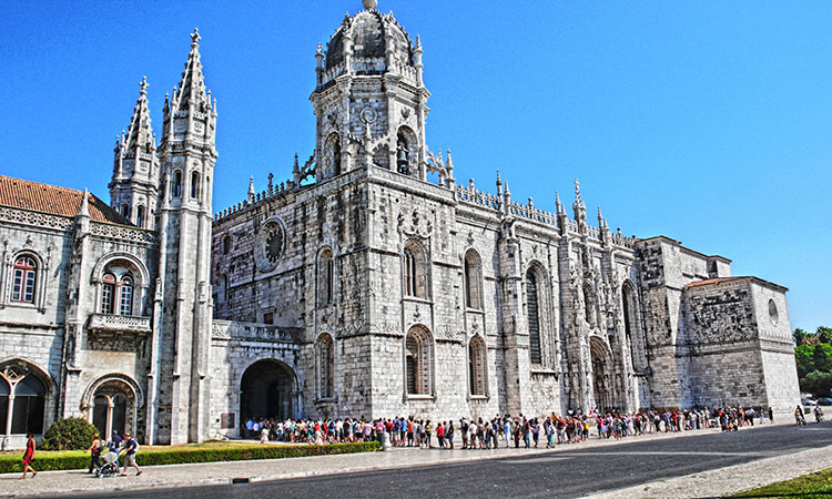Fila mosteiros dos Jerónimos