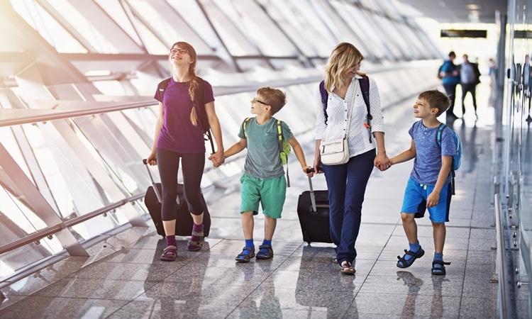 menor pode viajar sozinho idade minima
