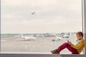 menor pode viajar sozinho