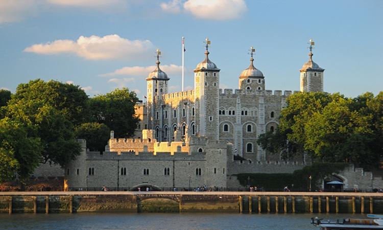 Torre de Londres no Tâmisa