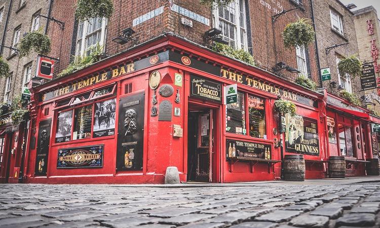 The Temple Bar é um dos pontos turísticos da Irlanda mais famosos